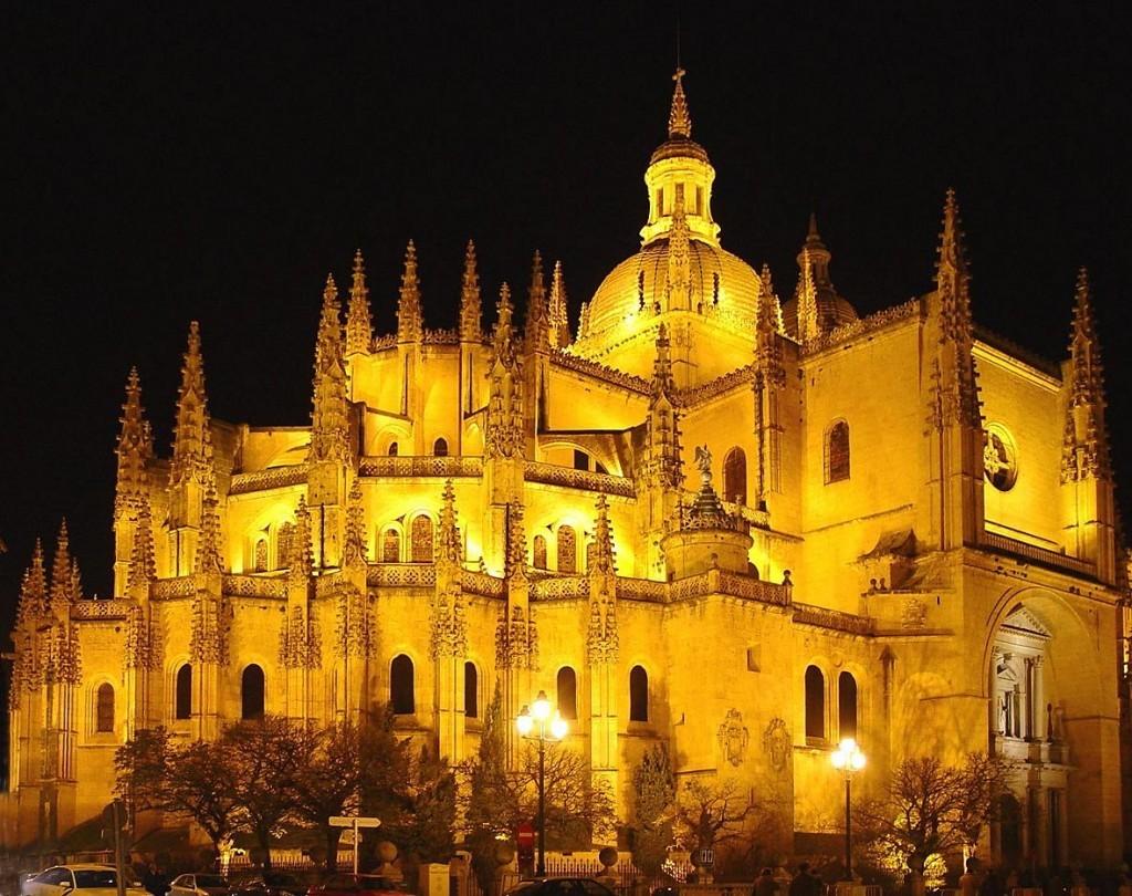 Catedral de Segovia de noche - Segovia Imperdible