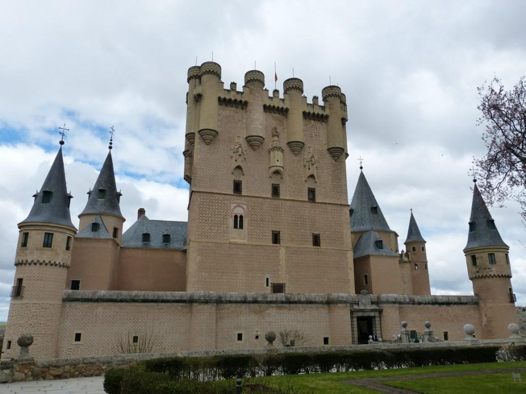 visita guiada en Segovia con el Alcazar de Segovia - segovia con guia