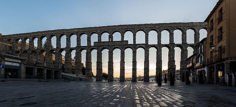 800px Acueducto de Segovia panorámica al amanecer